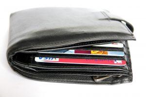 Plånbok full med kreditkort