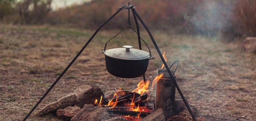 Göra mat över öppen eld